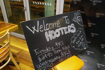 Hooters-04