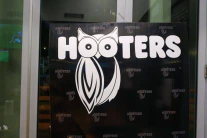 Hooters-05