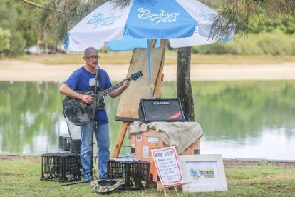 Buskers by the Creek 8